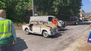 Colisão entre duas viaturas destrói carro clássico e fazs seis feridos em Guimarães