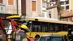 Bebé de seis meses entre os seis feridos em choque de autocarro com três carros em Lisboa
