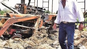 """""""Ando a ser ameaçado"""": Incêndio destrói barracão de agricultor que acredita ter sido fogo posto"""