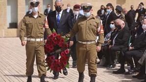 População de Israel presta homenagem pelas vítimas do Holocausto