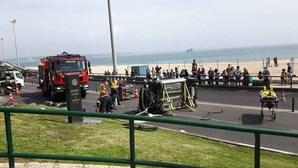 Despiste e capotamento em Oeiras faz um ferido e corta circulação na Marginal
