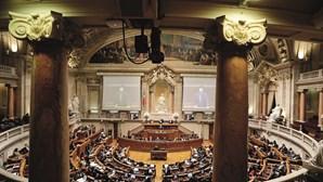 Parlamento aprova suspensão de mandato de deputados em eleições