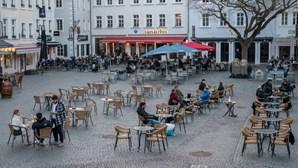 Incidência acumulada de Covid-19 na Alemanha continua a subir