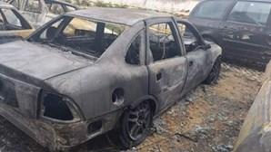 Queimada destrói cinco carros em Olhão