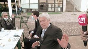 José Sócrates descontrai em esplanada após conhecer decisão de juiz Ivo Rosa