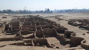 Cidade egípcia com mais de três mil anos encontrada por arqueólogos