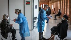 """Tudo o que precisa saber sobre a segunda fase do plano de vacinação Covid-19 com """"abundância"""" de vacinas"""