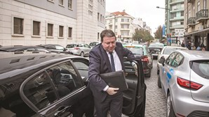 Carlos Santos Silva passou 647 mil euros em notas a Sócrates