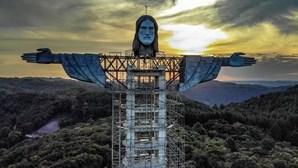 Cidade brasileira constrói estátua gigante de Cristo, a terceira maior do mundo
