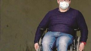 """""""Sinto-me em prisão perpétua"""": Vítor Ferreira é deficiente motor e não consegue arranjar emprego"""