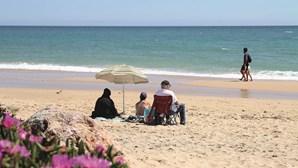 Maioria dos casos de Covid-19 no Algarve resulta de focos localizados