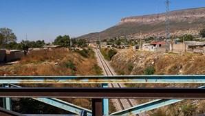 Comboio de manutenção descarrila na cidade angolana do Lubango por erro humano