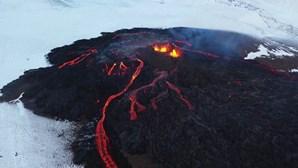 Vulcão islandês está há três semanas a expelir lava