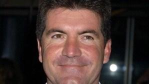 "Uso excessivo de botox deixou jurado do American Idol Simon Cowell com rosto ""permanentemente triste"""