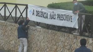 """""""A decência não prescreve"""": Cartazes sobre caso Marquês colocados junto à casa de luxo de Sócrates"""