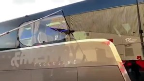 Autocarro do Real Madrid apedrejado à chegada a Anfield