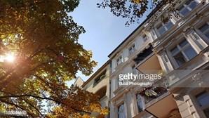 Tribunal alemão anula lei que impunha um teto às rendas em Berlim