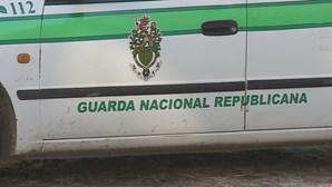 GNR encontra criança de dois anos sozinha em casa e rodeada de droga. Pai foi detido