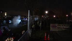 Polícia responde com gás lacrimogénio em mais uma noite de protestos pela morte de Daunte Wright