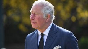 Cartas e flores: as homenagens ao príncipe Filipe que deixaram Carlos emocionado