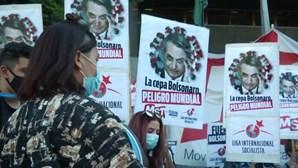 Argentinos protestam contra a forma como Bolsonaro está a gerir a pandemia