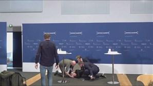 Responsável de saúde da Dinamarca desmaia em conferência de imprensa sobre vacina da AstraZeneca