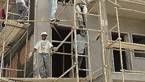Revolta na construção com alterações aprovadas ao Código da Contratação Pública