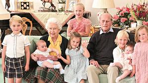 Família Real mostra fotos inéditas de Filipe de Edimburgo