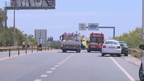 Ciclista gravemente ferido em colisão entre carro e bicicleta na EN125 em Albufeira. Helicóptero mobilizado
