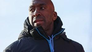 Treinador do Sheffield Wednesday desenvolveu pneumonia após infeção da Covid-19