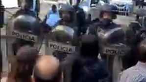 Polícia de intervenção obrigada a usar força contra manifestantes negacionistas em Lisboa