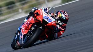 Piloto Jorge Martin transportado ao hospital com contusões após queda no Grande Prémio de Portugal de MotoGP