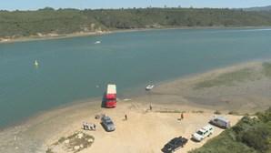 Camião encontrado atolado no rio Mira em Vila Nova de Milfontes. PJ investiga tráfico de droga