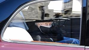 Rainha Isabel II já está na Capela de S. Jorge para funeral do marido