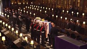 Após minuto de silêncio começa o funeral do Príncipe Filipe de Inglaterra. Veja em direto