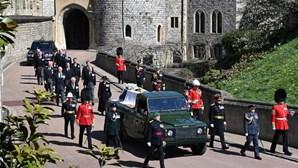 """As imagens do adeus ao príncipe que """"foi leal à rainha"""" Isabel II até ao seu último dia"""