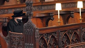 """""""Sempre leal à rainha"""": Emoção e dor no funeral do príncipe Filipe de Inglaterra"""