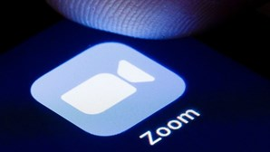 Deputado aparece nu em videoconferência do Zoom