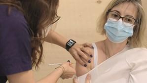 Recorde de 120 mil vacinas da Covid administradas num só dia a professores e auxiliares