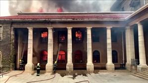 Incêndio destrói edifícios da Universidade da Cidade do Cabo na África do Sul