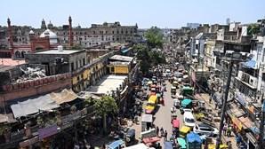 Lojas e restaurantes de Nova Deli reabrem na segunda-feira