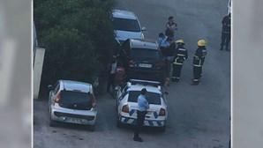Bebé de um ano trancado sozinho dentro de carro em Almada