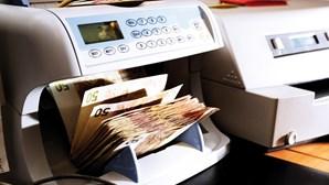 França transfere 5 mil milhões de euros para bancos africanos