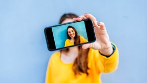 Busca pela imagem perfeita nas 'selfies' online está a fragilizar a autoestima das adolescentes