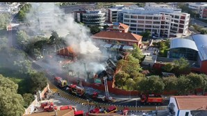 Bombeiro entre os dois feridos em incêndio em Paço de Arcos