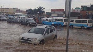 Chuva torrencial causa pelo menos 14 mortos em Luanda