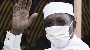 Rebeldes ameaçam depor filho de Presidente do Chade que assumiu poder após morte do pai