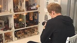 Youtubers criam anúncio de aluguer de casa de bonecas no Airbnb