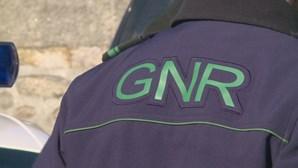 Cinco homens detidos por agressões a mulheres e à mãe