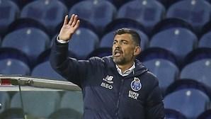 """""""Quem está sentado numa cadeira consegue ver perfeitamente..."""": Sérgio Conceição reclama penálti a favor do FC Porto"""